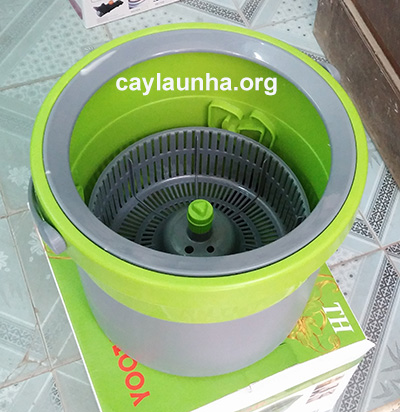 Cây lau nhà 360 độ đa năng Yoota lúc giặt bông